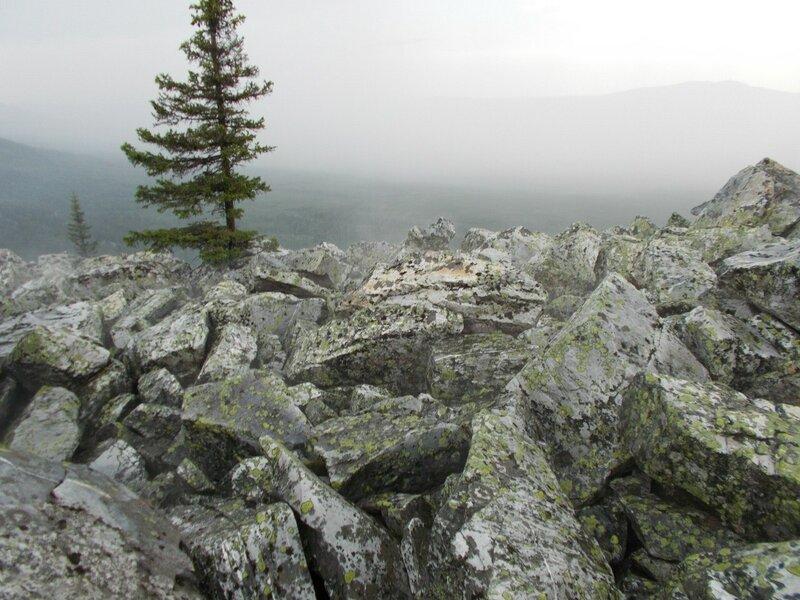 Подъем на гору затруднён обвалами (23.07.2013)