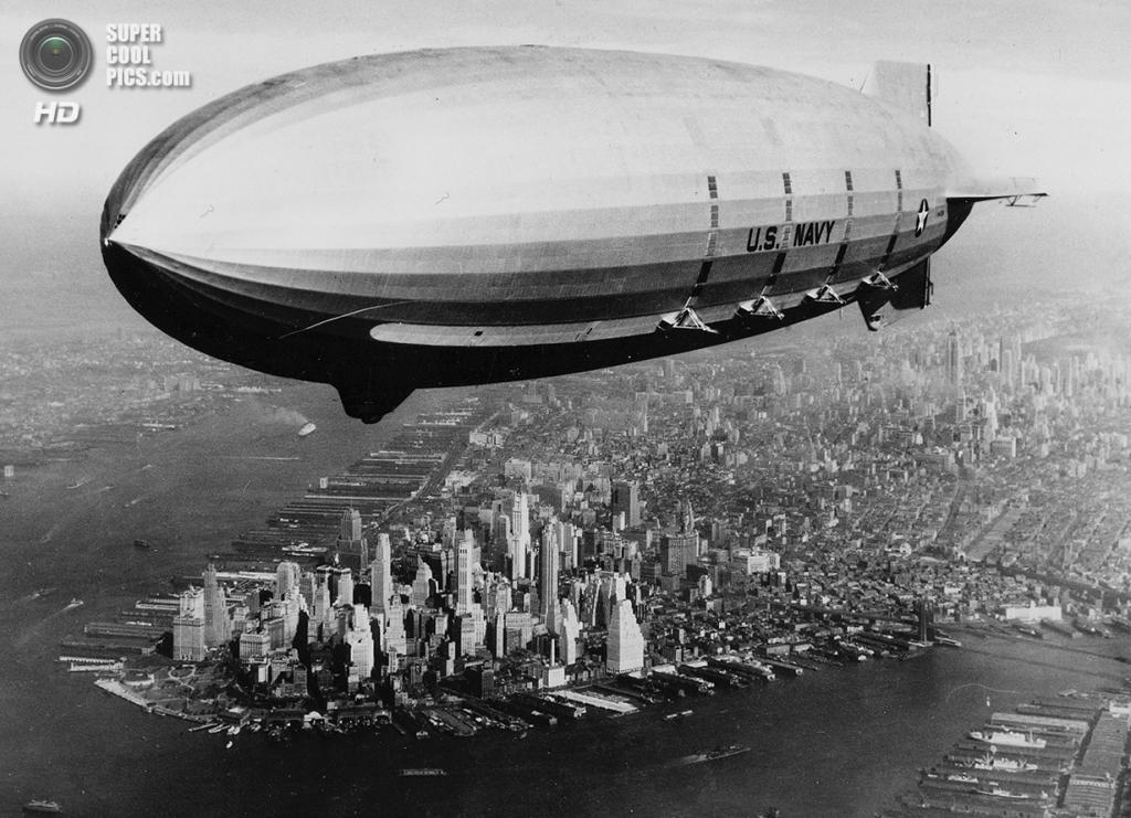 США. Нью-Йорк. 9 октября 1933 года. Военный дирижабль USS «Мейкон» проплывает над Манхэттеном. (