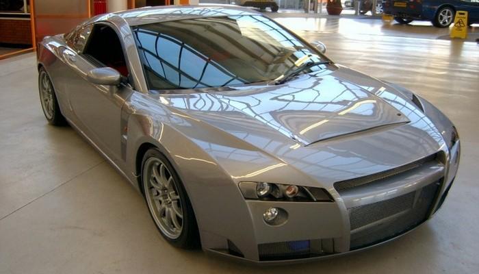 Один из самых провальных спортивных автомобилей в истории автопрома. Несмотря на затейливый дизайн и
