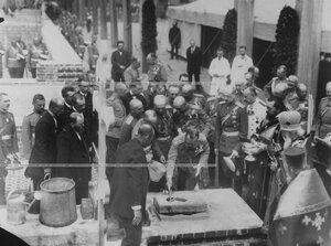 Император Николай II кладет кирпич в кладку здания новых казарм; справа от него  - великий князь Павел Александрович.