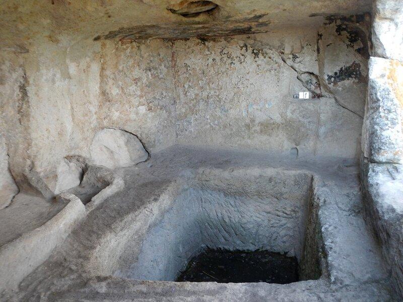 Внутри храма Успения в Эски-Кермен
