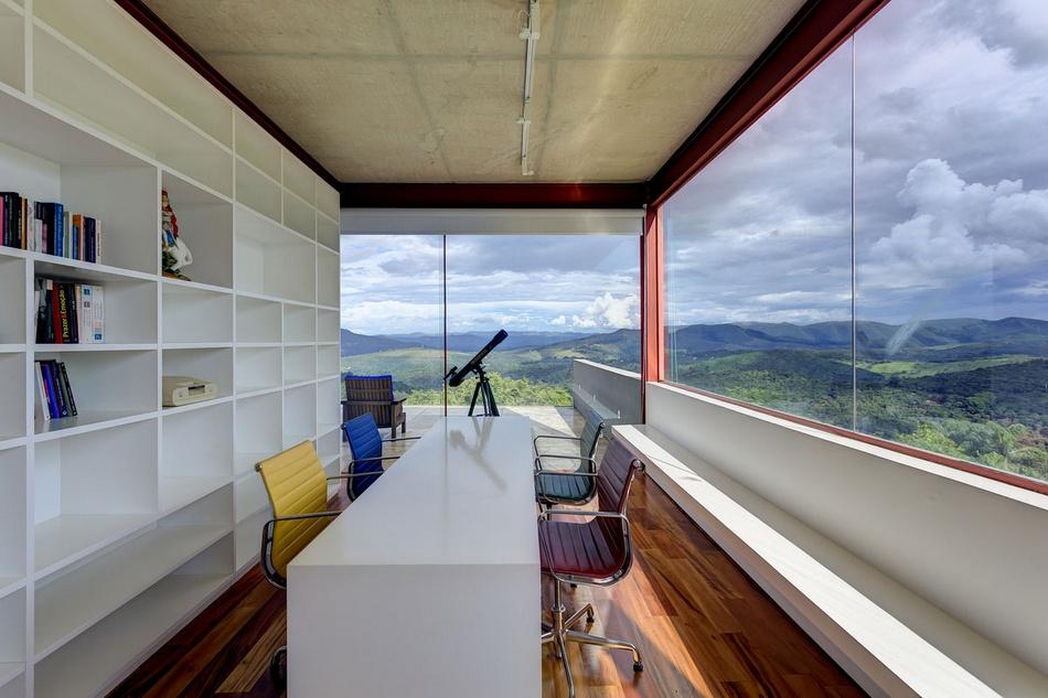 Фантастический вид с балкона частного дома в Бразилии