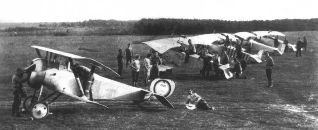 Аэродром 3-й боевой авиагруппы, лето 1917г..jpg