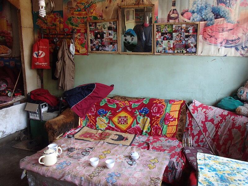 внутри китайского или монгольского дома в горах Инь Шань
