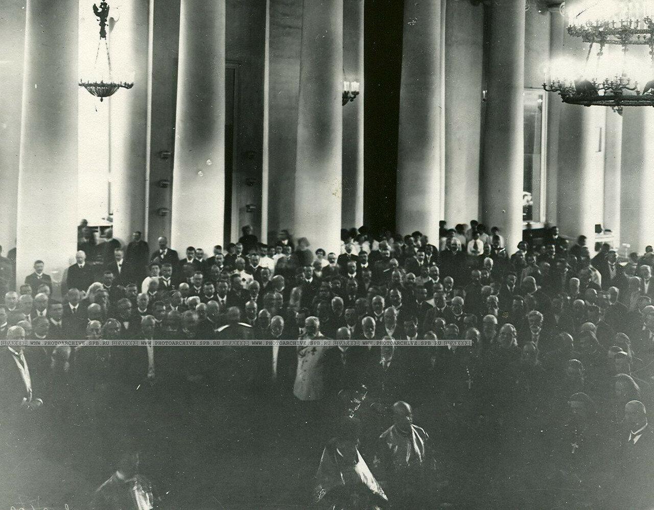 Молебен в Екатерининском зале Таврического дворца перед открытием Четвертой Государственной думы после каникул. 19 июля 1915