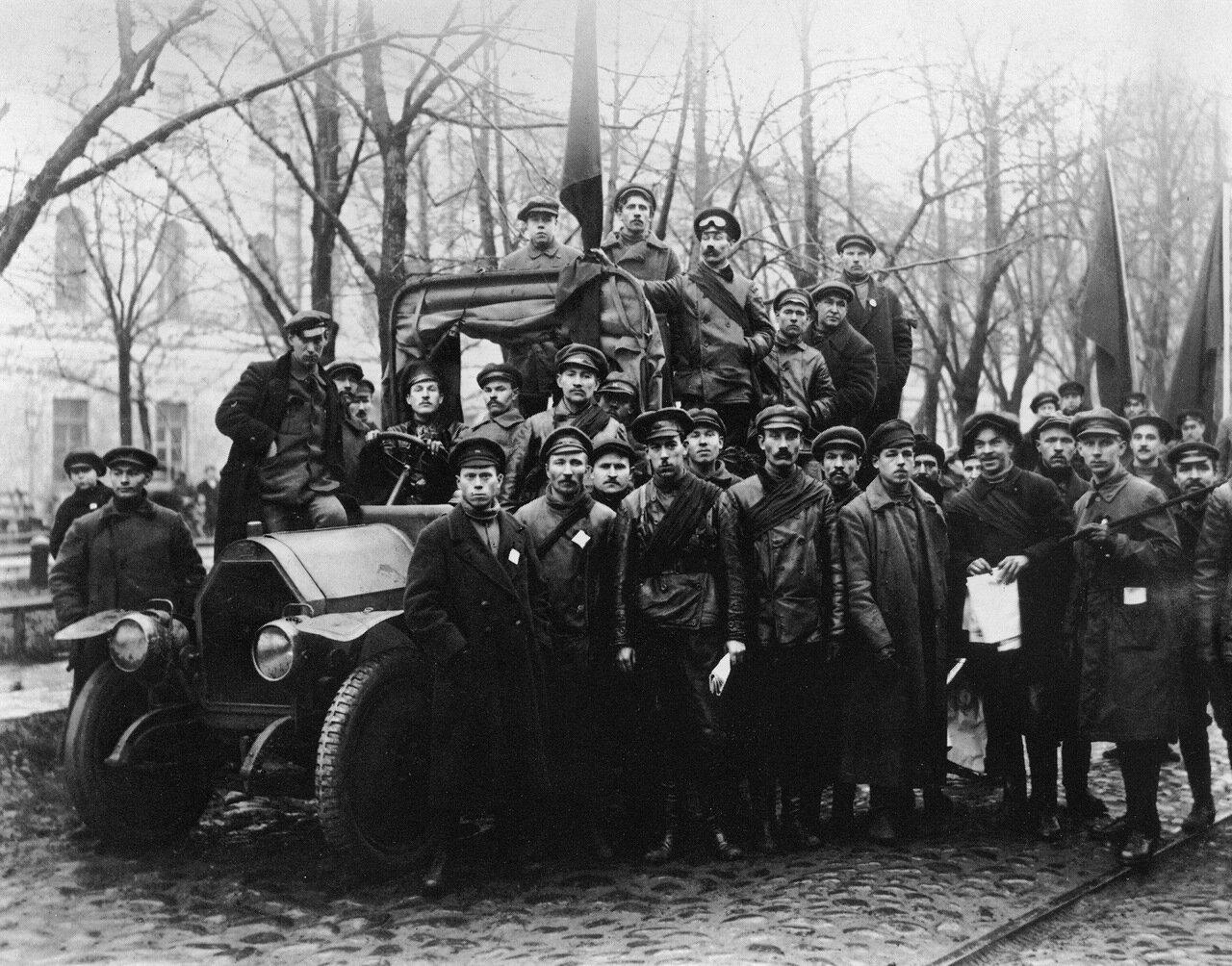 1917. Отряд красногвардейцев. Петроград.