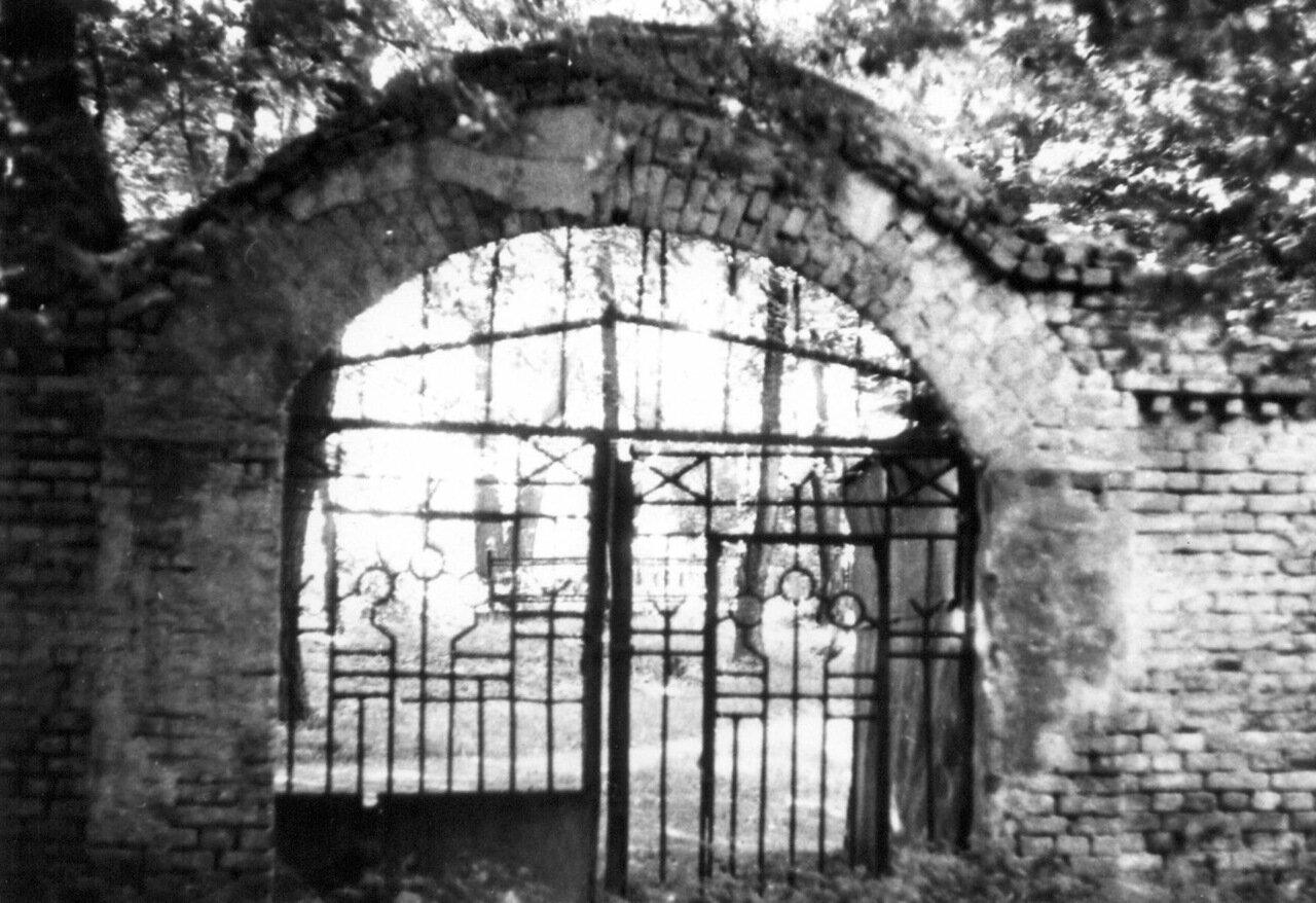 Вход на Щекавицкое кладбище. 1987 г.