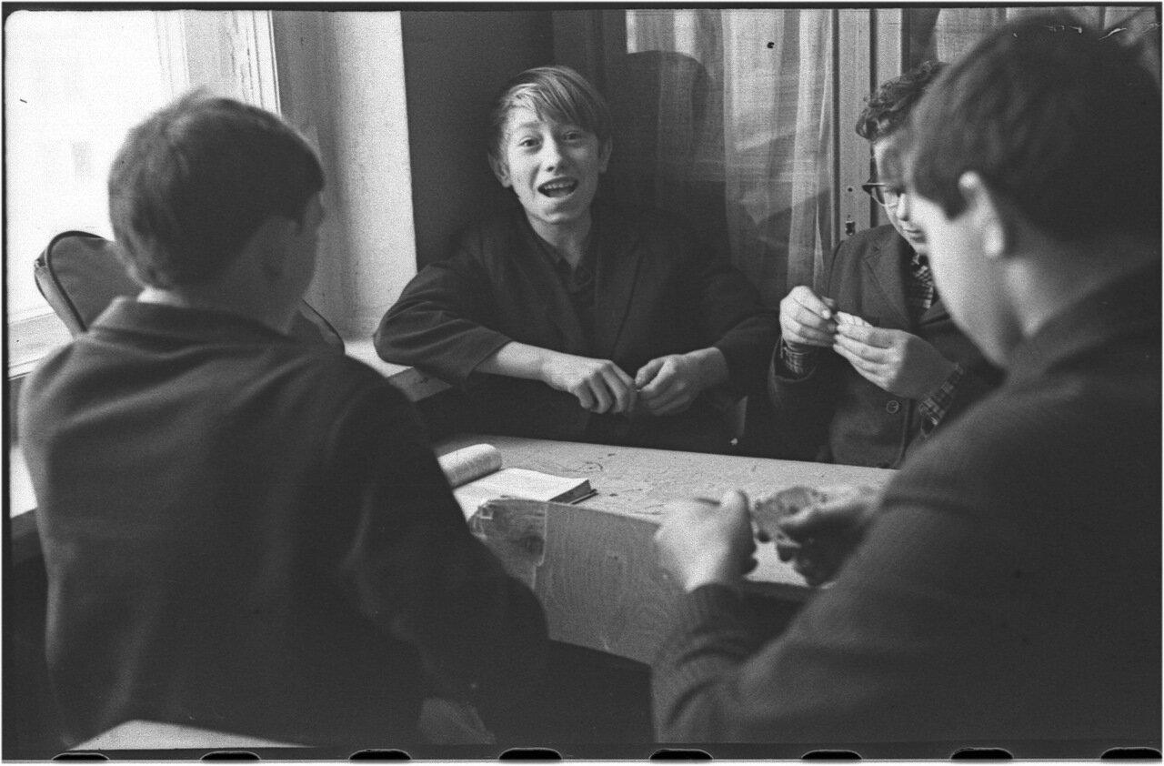 1969-70 класс 8 В История.   Кармышев. Зайцев. Кашаев. Мануков