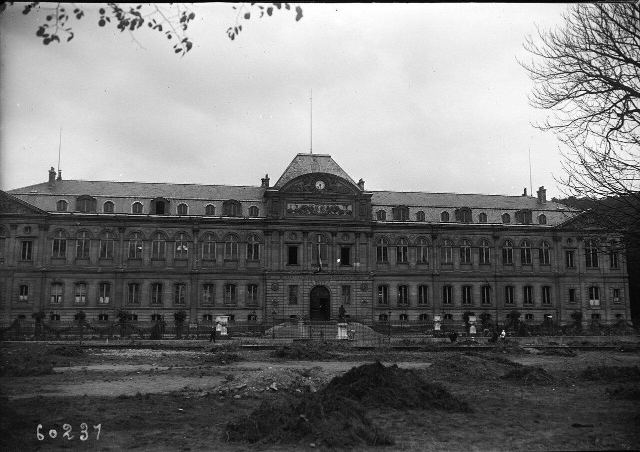 Дворец в Севре, где был подписан мирный договор с Турцией