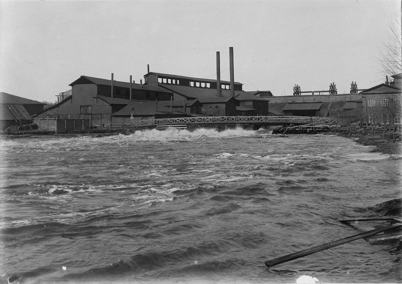 Людиново, примерно в 4 км от Додинской доменной печи. Мастерские. Наводнение весной 1897 года.