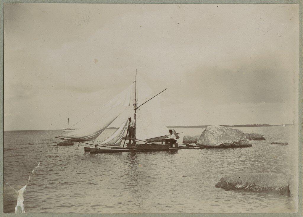 1900. Катамаран в прибрежных водах