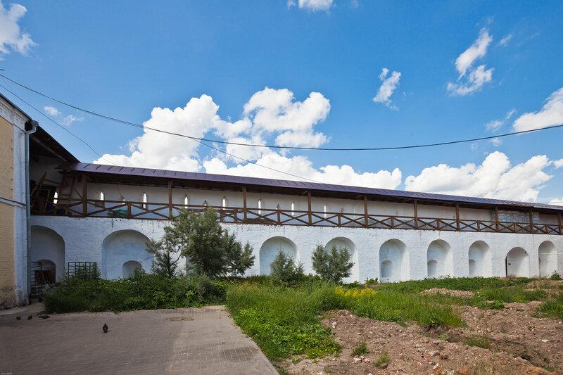 Монастырские стены - Введенский монастырь в Сепухове
