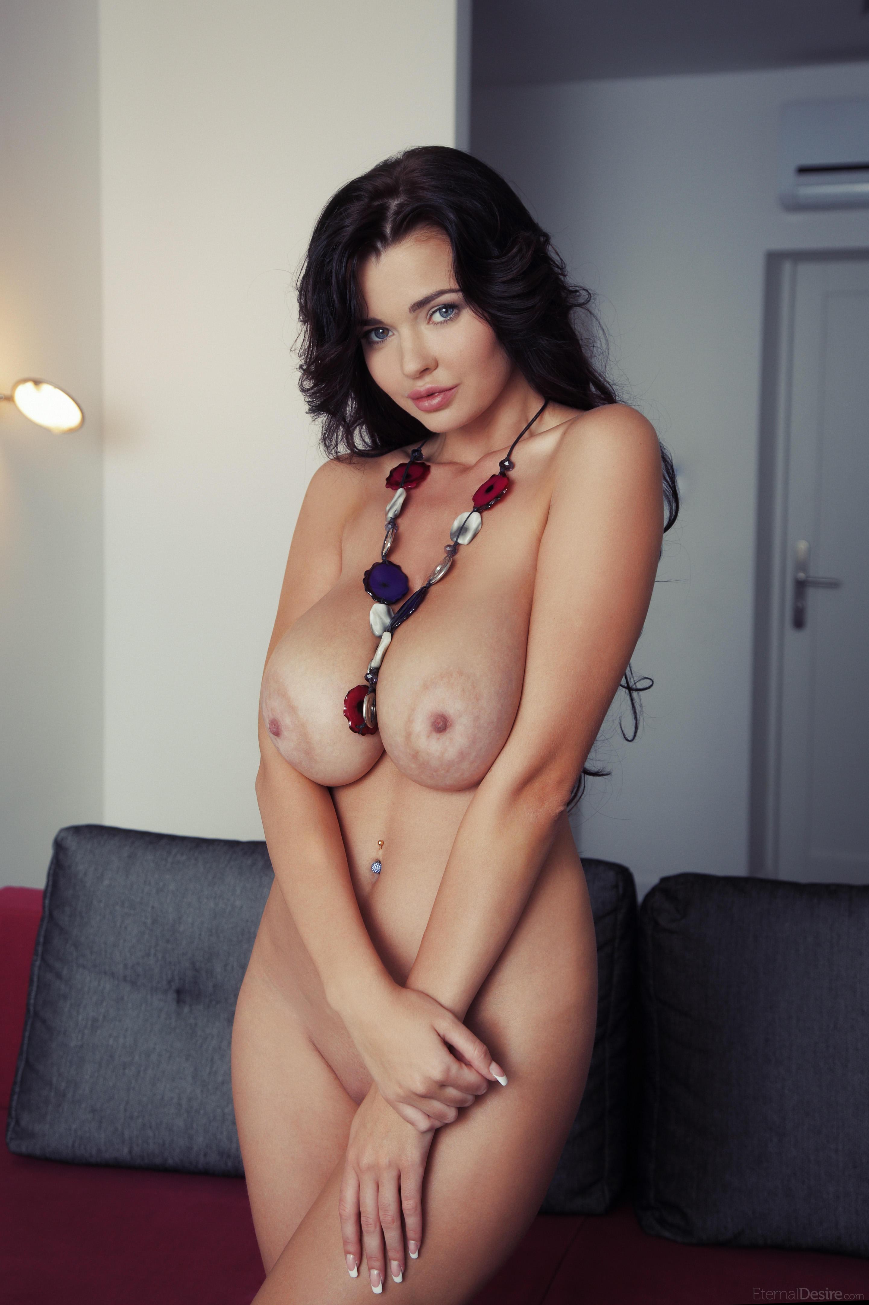 Самые большие натуральные сиськи порно 3 фотография