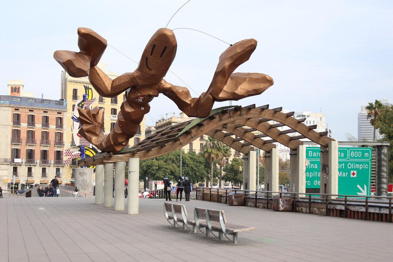 Barcelona. The promenade Moll de la Fusta. Shrimp