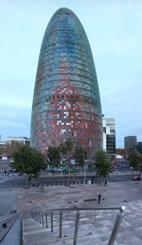 Барселона. Башня Глориес (Torre Glòries) или башня Агбар (Torre Agbar)