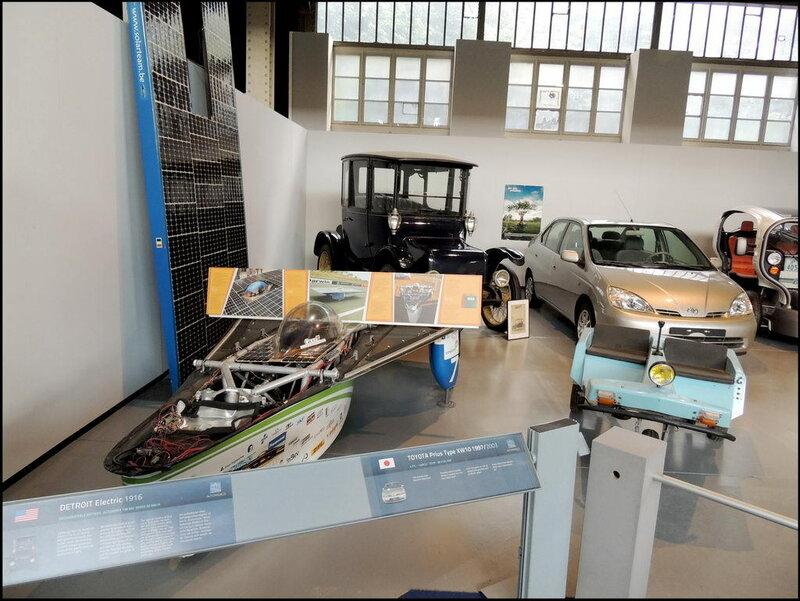 Autoworld 8063 Detroit Elecric 1916 Toyoya Prius Type XW10 1997
