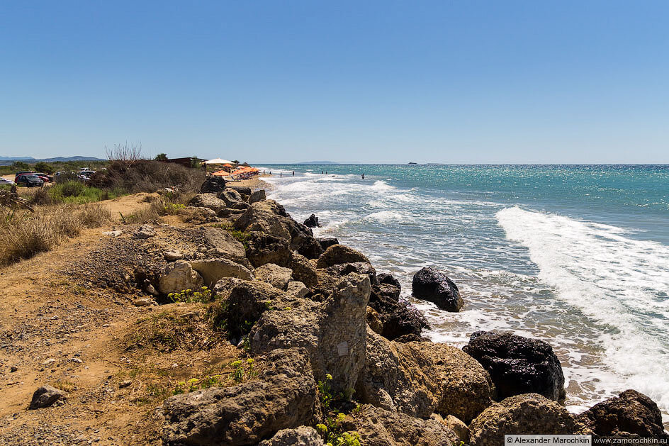 Берег моря близ озера Кориссион