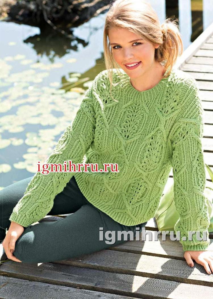 Светло-зеленый пуловер с фантазийным узором из кос. Вязание спицами