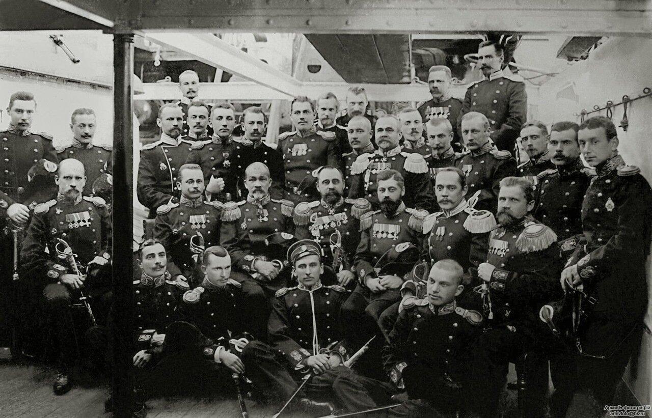 14. Офицеры эскадренного броненосца «Князь Суворов», 1904 г.