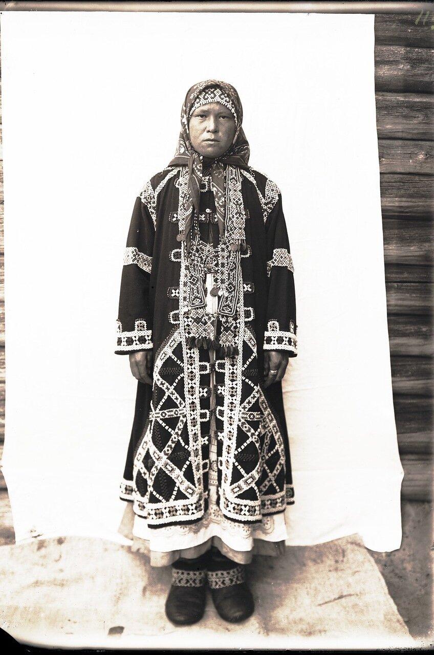 Юрты Красноярские. Остячка в подвенечном наряде 18 лет