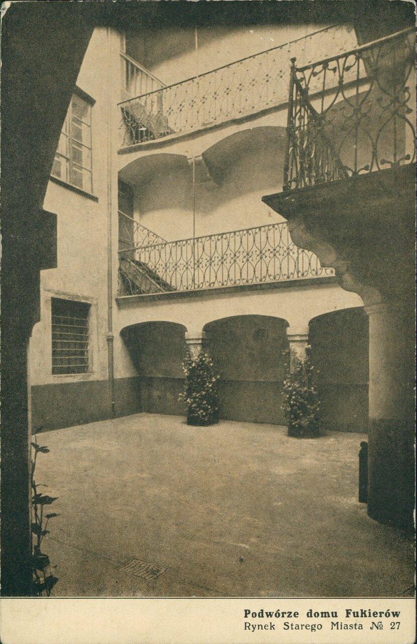 Дом Фукеров, Староместская площадь № 27. Двор