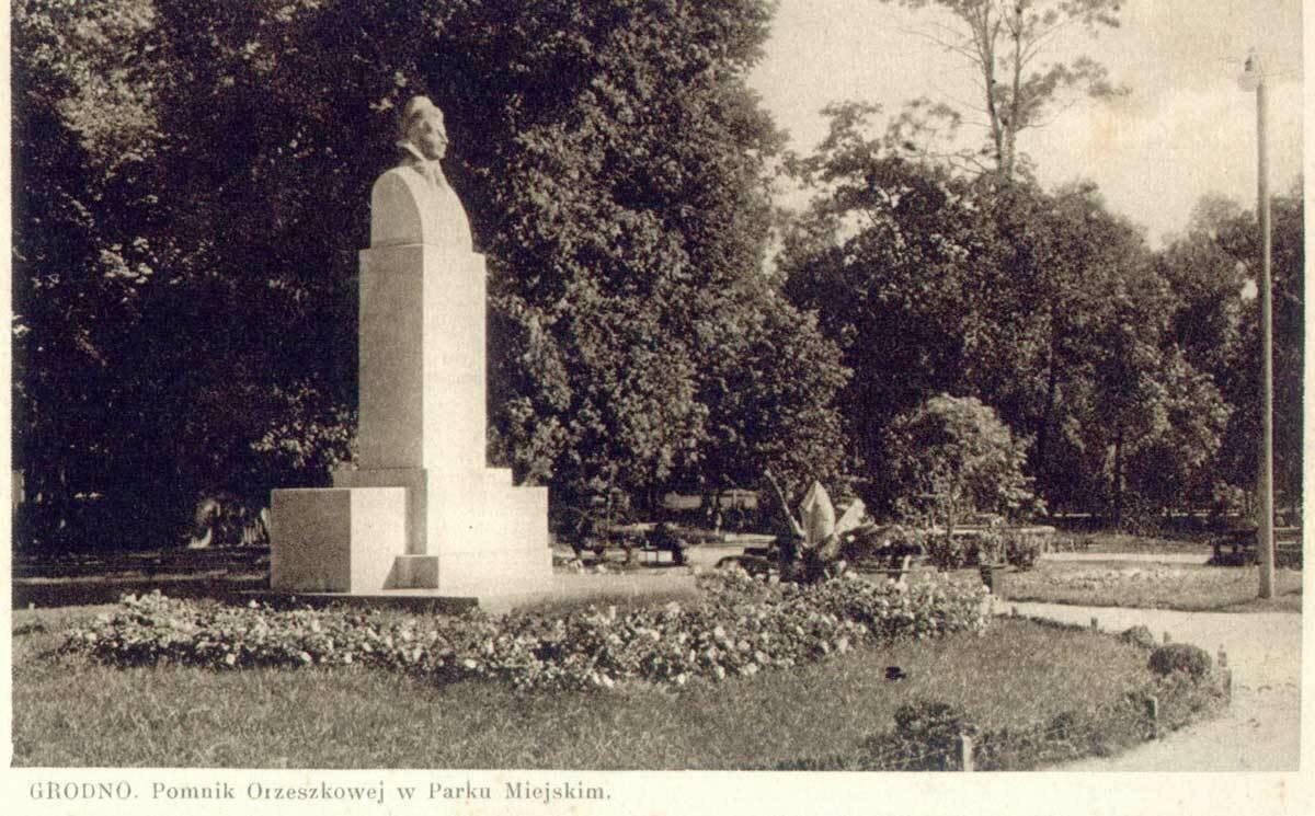 Памятник Элизе Ожешко в городском парке