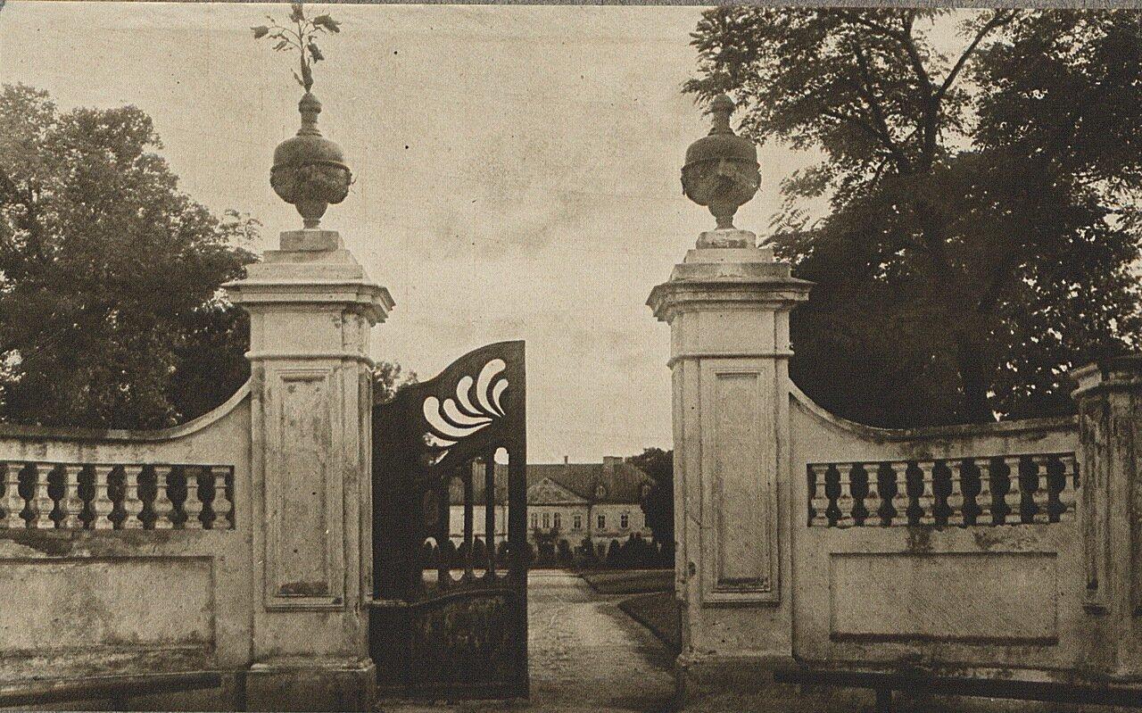 Неборовский дворец. Въездные ворота
