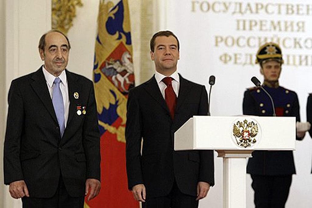 Президент Дм. Медведев вручил Государственную премию Академику Алексею Максимовичу Фридману