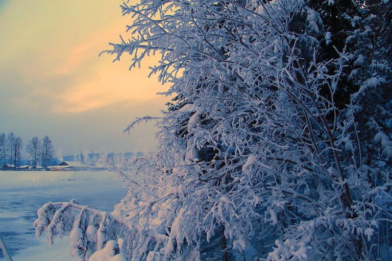 Звучат мелодии зимы... Вечером у речушки...