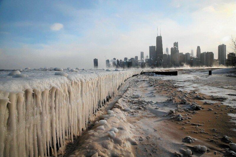 Замерзающая Америка - озеро Мичиган скованное льдами