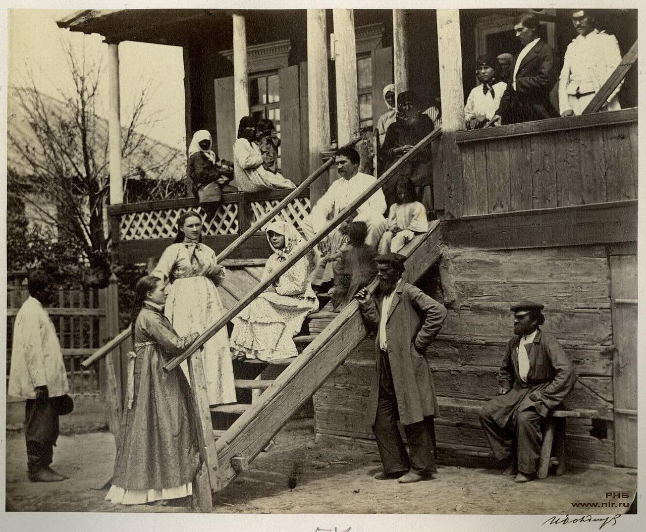Казачье семейство в праздник. 1875-1876