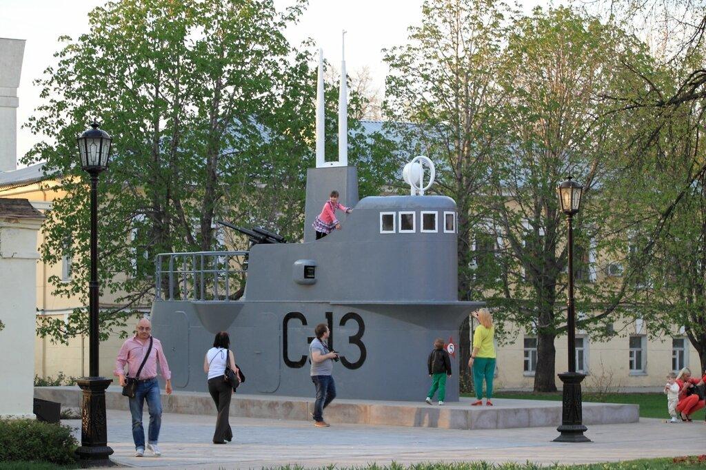 Экспозиция военной техники в Нижегородском кремле