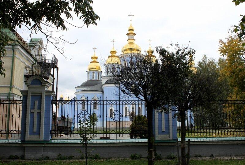 Вид на Михайловский собор с Владимирской горки