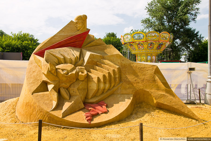 """Песчаная скульптура """"На арене"""" в Коломенском"""