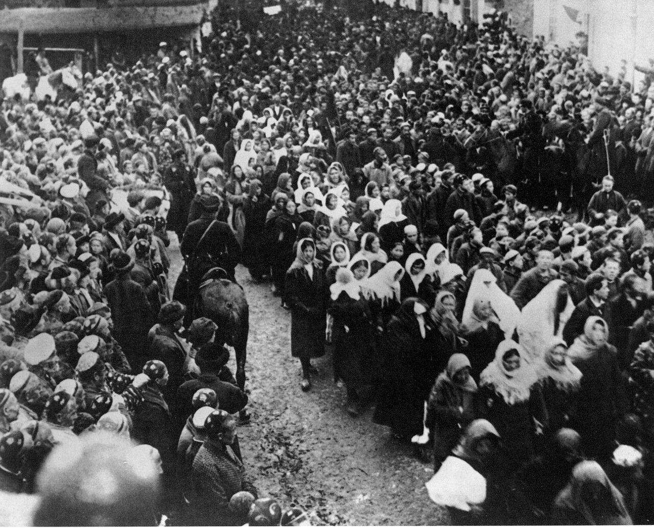 1924. Демонстрация женщин  8 марта.Ташкент