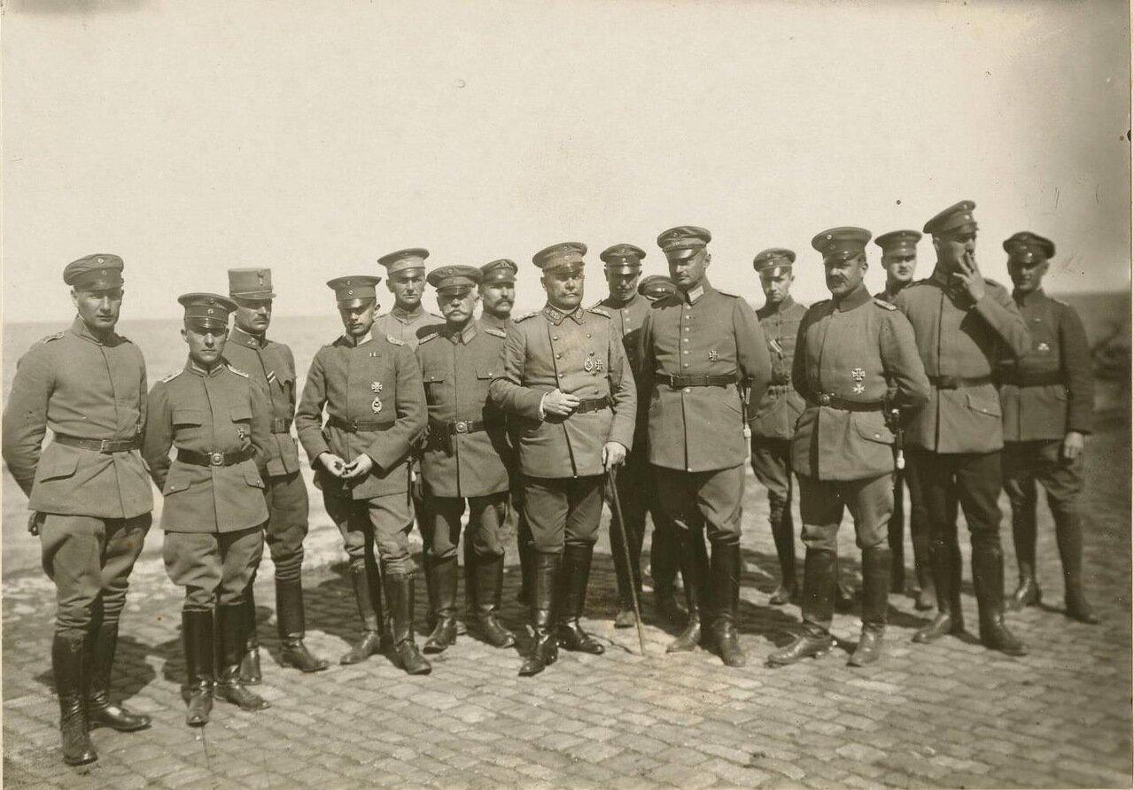 Немецкие офицеры в Таганроге.