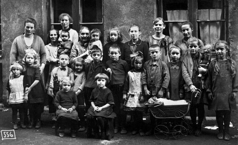 Кёнигсбергский дворик. Соседи. 1925