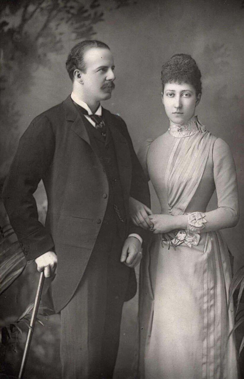 Принцессв Луизы, дочь короля и герцогиня Файф. 1867-1931. Была третьим ребенком и старшей дочерью Эдуарда VII. Здесь она позирует со своим мужем, Александром Уильямом Даффом, граф Файф