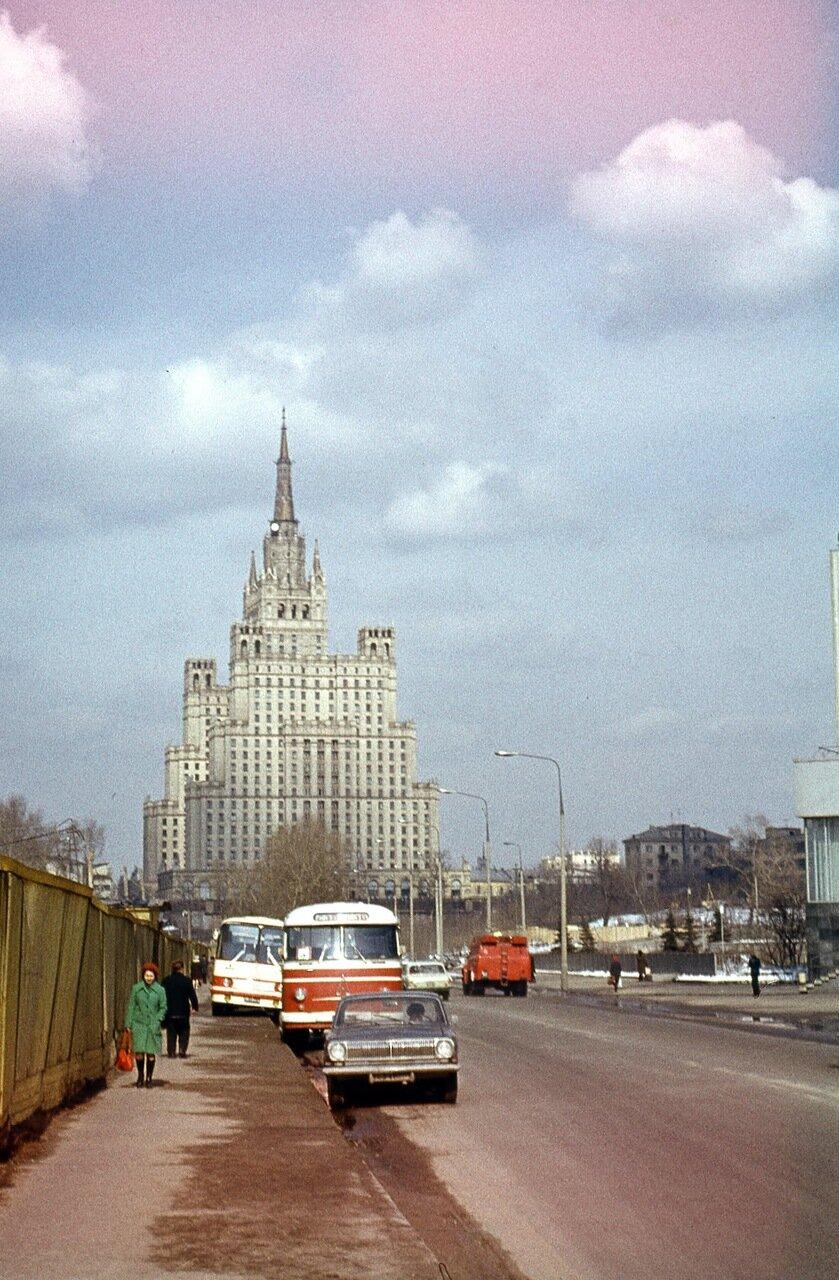 Высотное здание на Котельнической набережной. Ок. 1970 г.