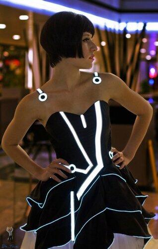 Платье, навеянное фильмом TRON