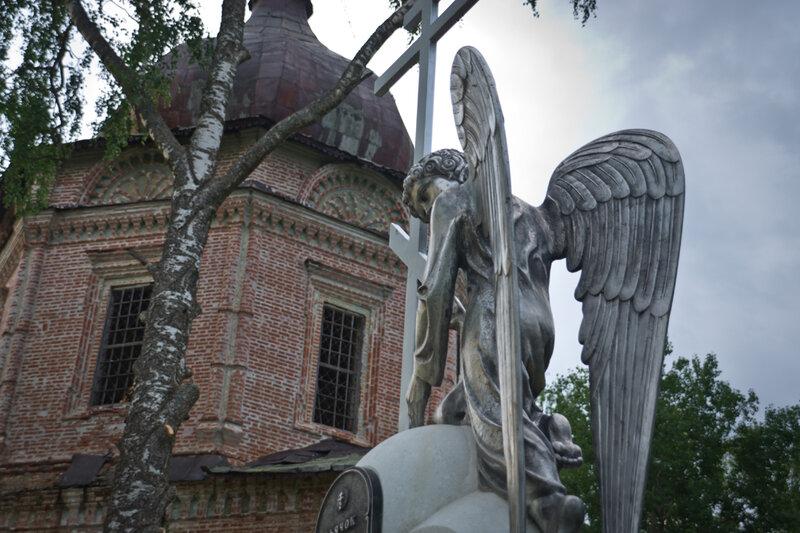 Памятник с ангелом Нолинск Лампадка из покостовского гранита Усолье-Сибирское