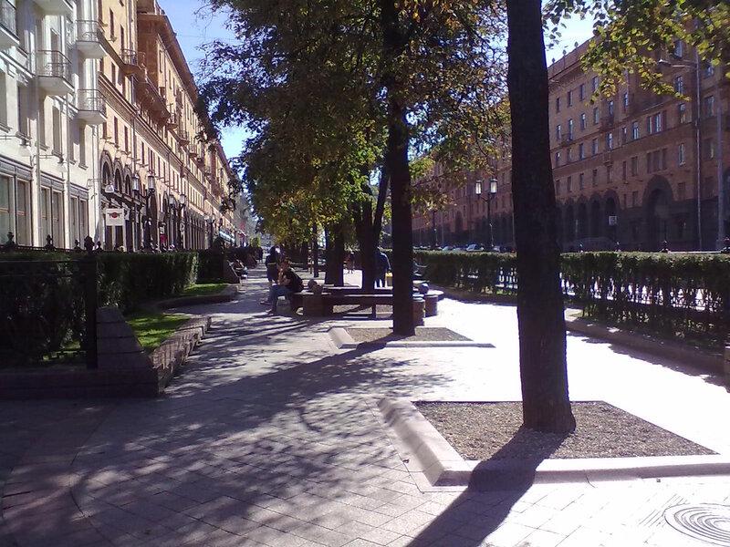 алея в городе