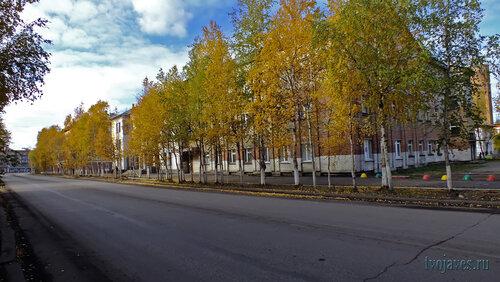 Фото города Инта №5905  Юго-восточный угол Кирова 36 (поликлиника №1) 15.09.2013_13:14