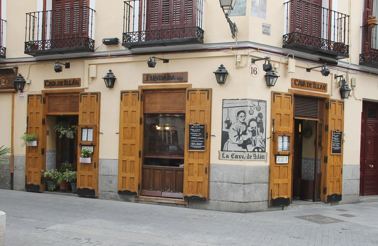 Madrid. Tapas bar with bar De Illan