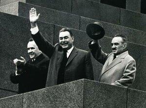 Косыгин, Брежнев Микоян. 1 мая, 1965 года