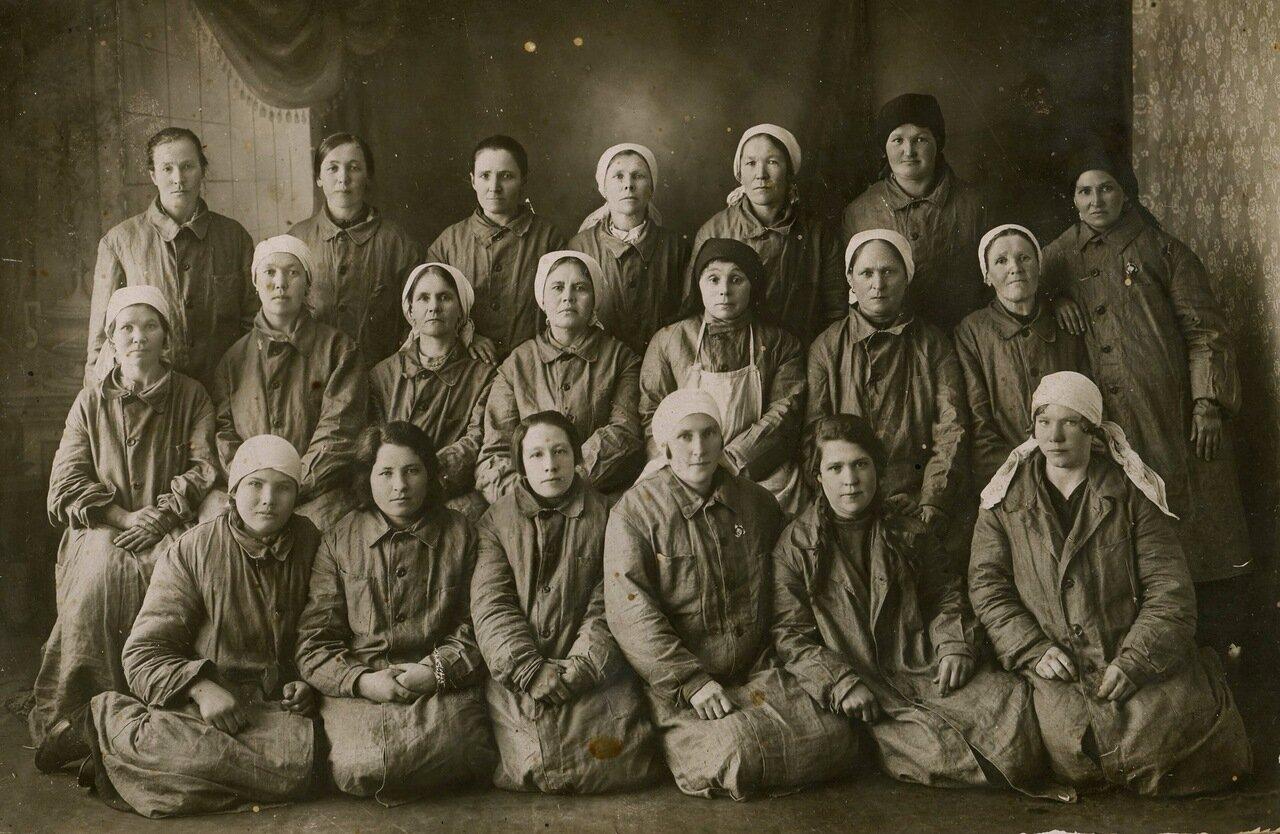 1912. Сортировщицы пуха фабрики Зайцева в г.Касимов