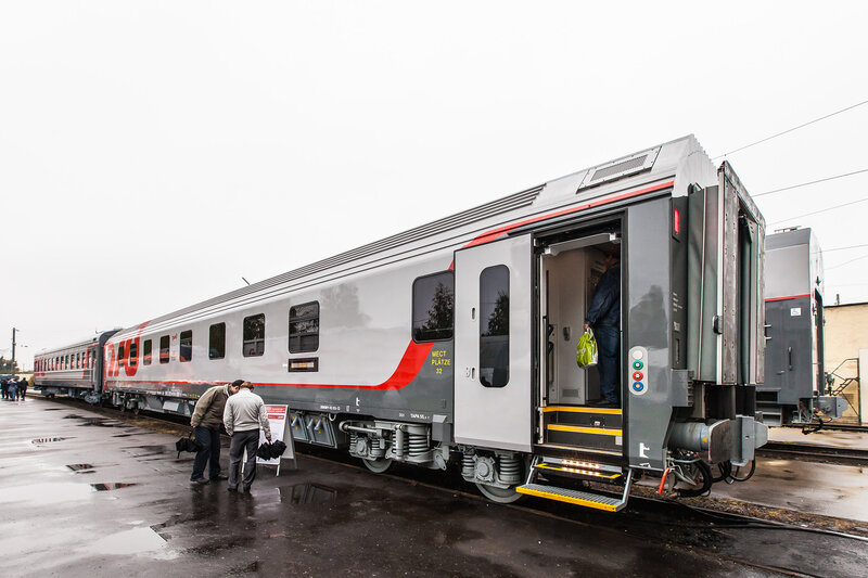 Новый железнодорожный пассажирский вагон