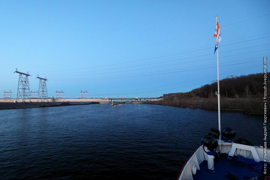 Шлюз Чебоксарской ГЭС у нас единственный на маршруте. Пройдем мы его еще раз на обратном пути