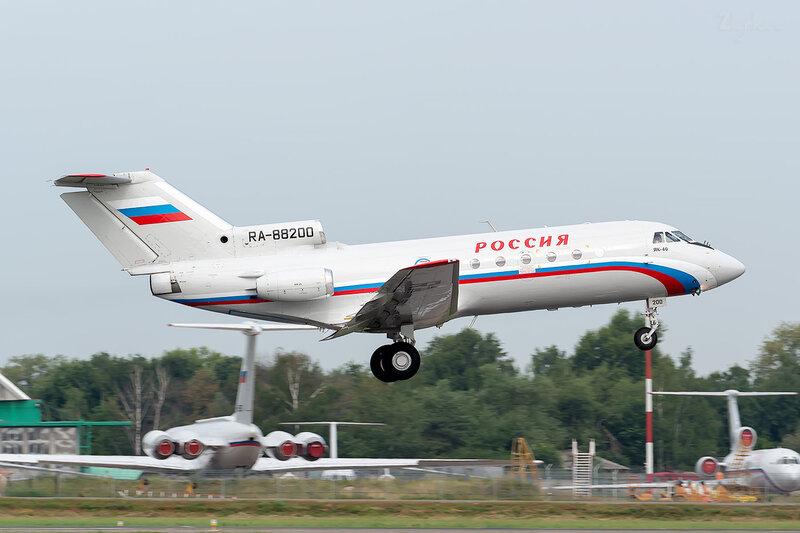 Яковлев Як-40 (RA-88200) Россия - СЛО D801344