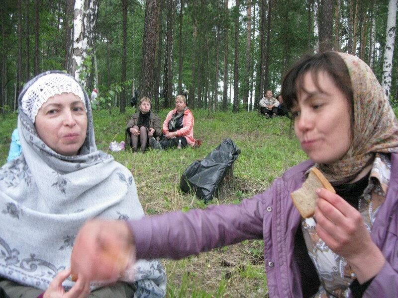 Аля и Анна Фараджова после крестного хода.